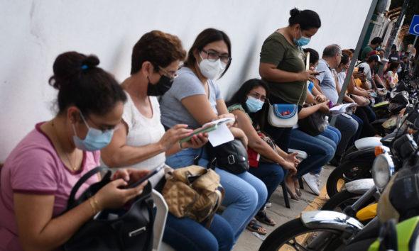 Anuncian vacunación anticovid para maestros de 5 estados del país
