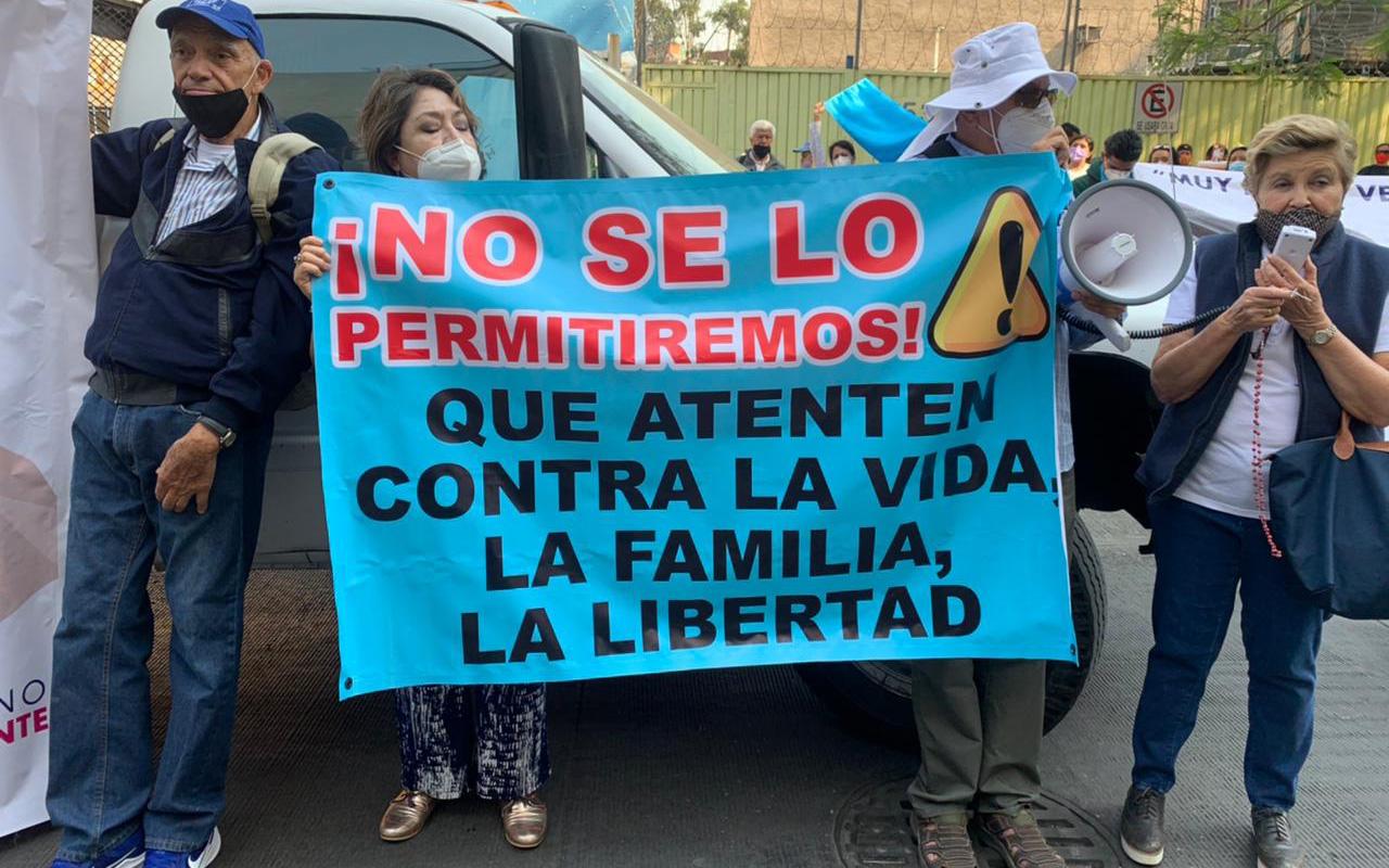 Grupos provida piden a senadores no avalar iniciativas que atentan contra la familia