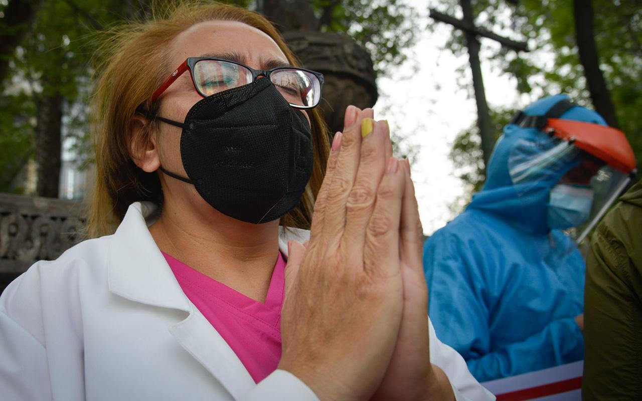 """""""Se saltan la fila"""", justifica Gatell baja vacunación de médicos privados"""