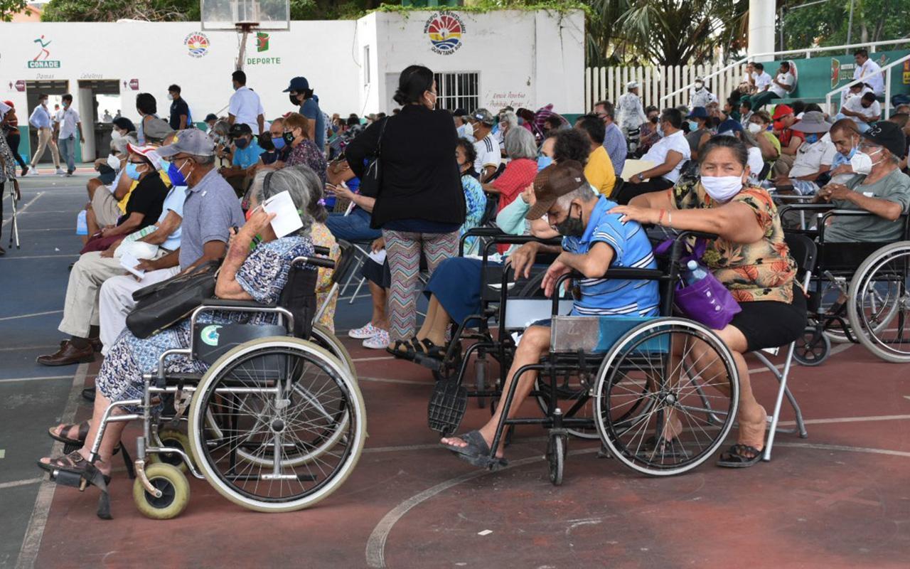 México tiene 100 % de vacunas anticovid para adultos mayores