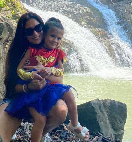 Paola Espinosa con su hija, es madre y deportista. Foto: Paola espinosa