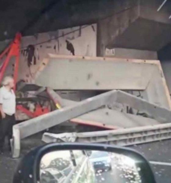 """Abandonan """"desperdicio industrial"""" en Periférico"""