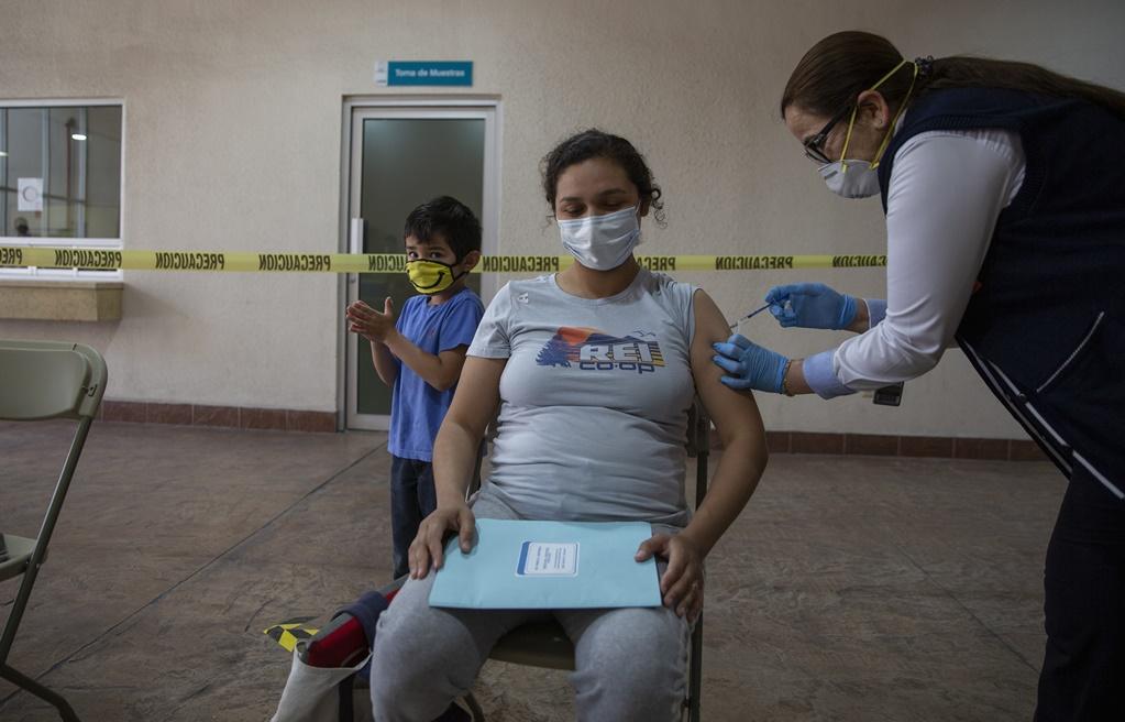 México supera la aplicación de 21 millones de vacunas contra Covid-19. Foto: Cuartoscuro