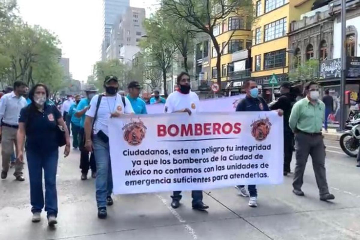 Marcha sindicato de bomberos rumbo al zócalo capitalino