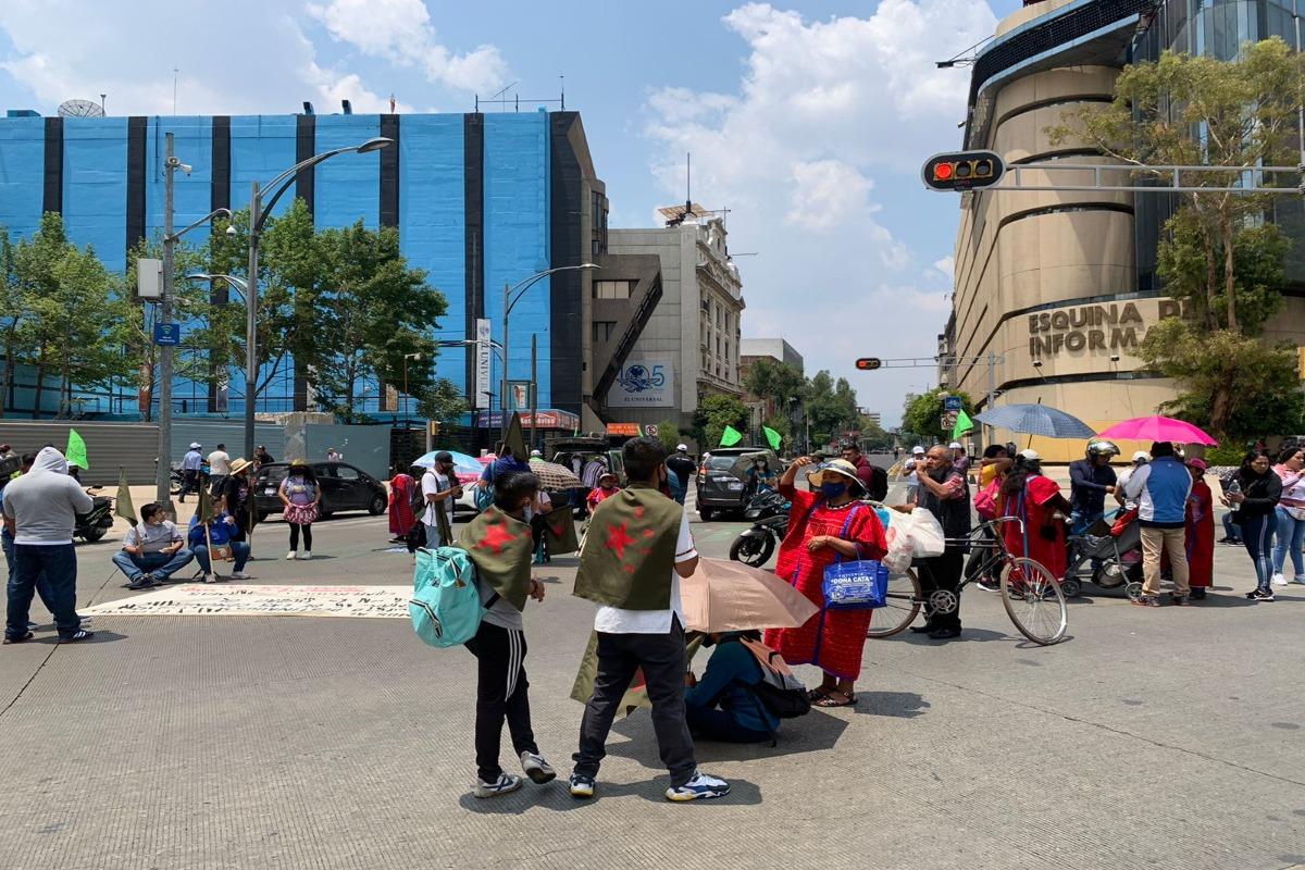 Triquis y mazahuas realizan bloqueo en Paseo de la Reforma y Bucareli