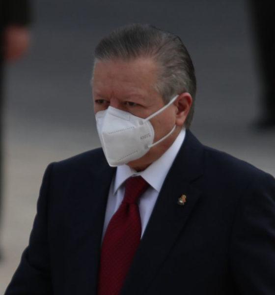 Zaldívar acude a Palacio Nacional y grada silencio
