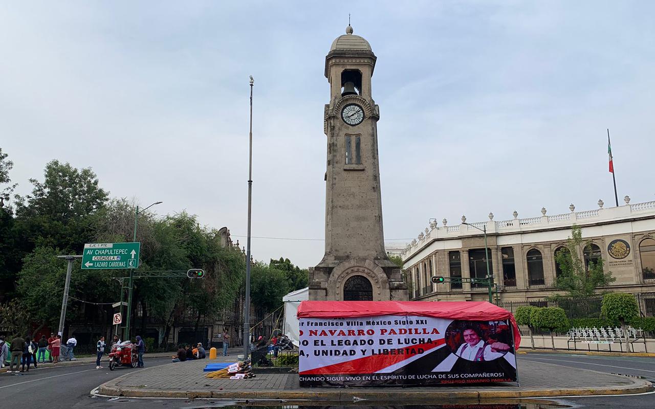 Continúa plantón frente a Segob por liberación de normalistas