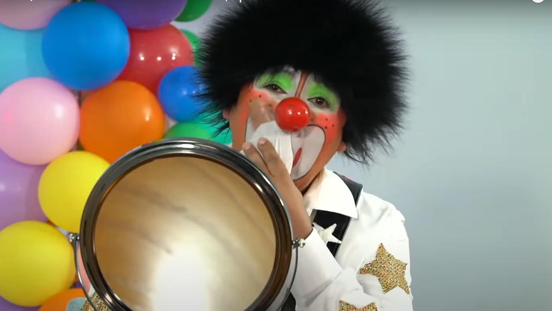 Chuponcito se quitó el maquillaje. Foto: Youtube
