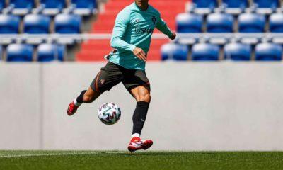 Cristiano Ronaldo podría jugar con Barcelona. Foto: Twitter
