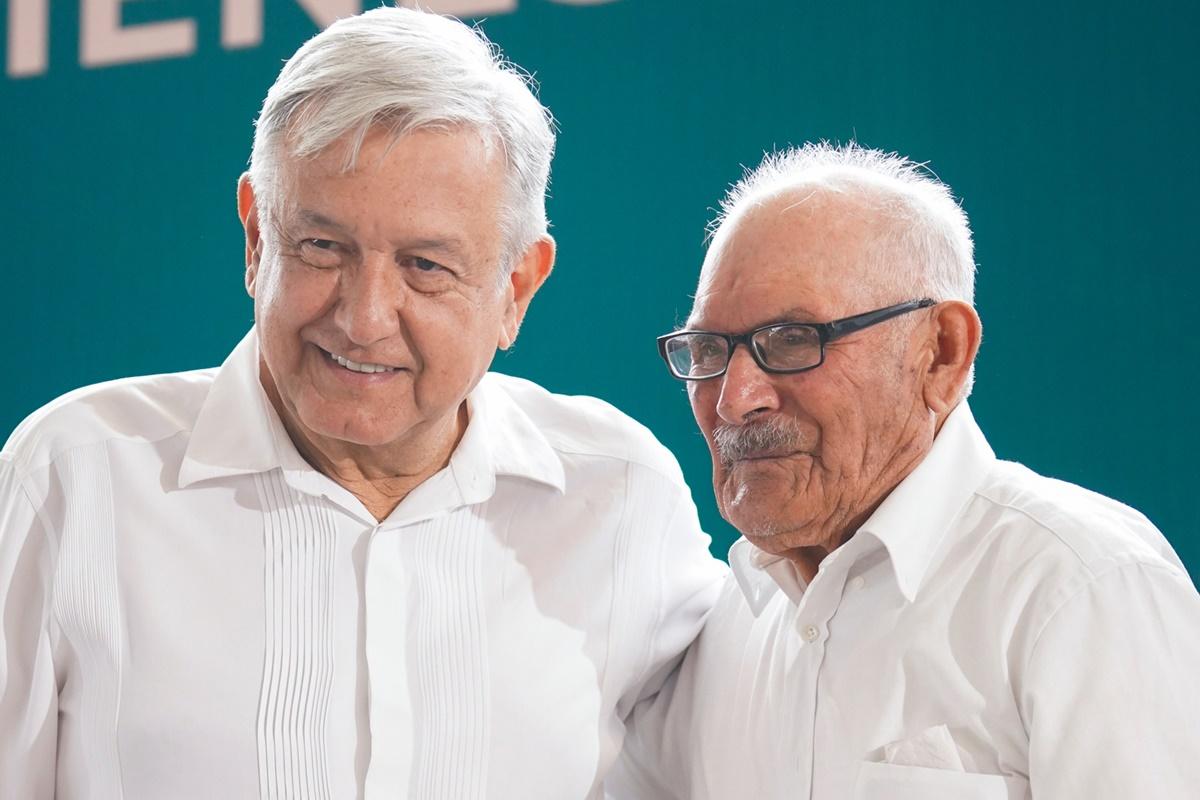 Felicita López Obrador a los papás. Foto: Twitter