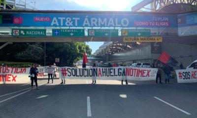 Trabajadores de Notimex bloquean acceso al aeropuerto