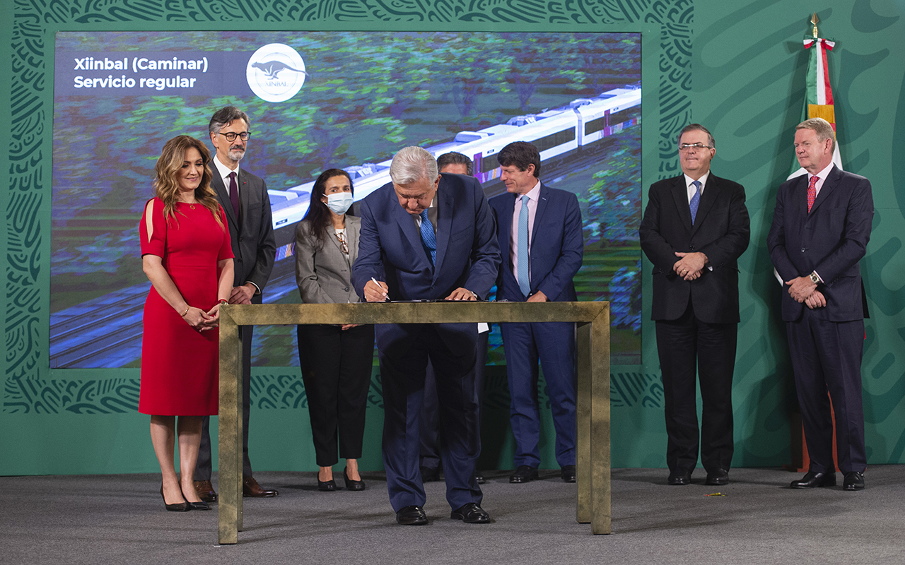 Firman contrato para la compra de vagones del Tren Maya