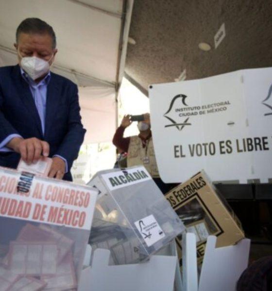 """Piden a presidente de la SCJN """"respetar"""" la Constitución"""