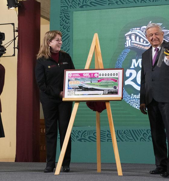 """Lanzan rifa de palco de """"funcionarios"""" en Estadio Azteca"""
