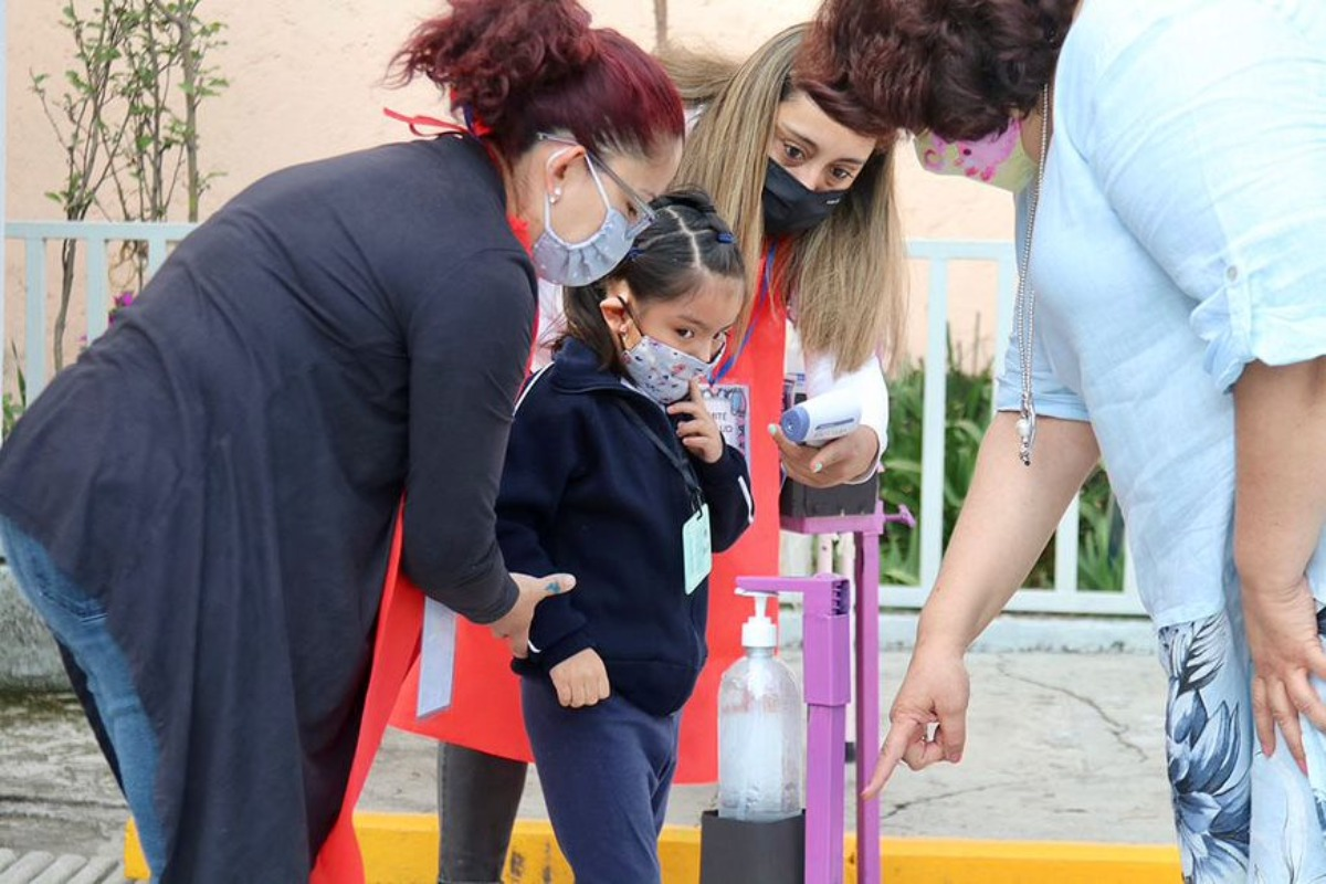SEP exhorta a maestros sin vacunarse a seguir clases a distancia
