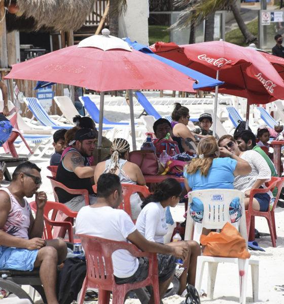 Aceleran vacunación a personas de 30 a 39 años en destinos turísticos