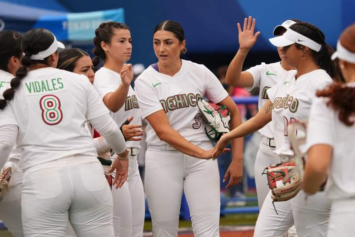 Adelantan sanción contra jugadoras de softbol que tiraron uniforme. Foto: Twitter
