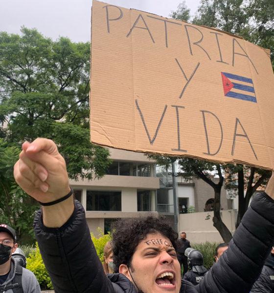 """""""Esta calle es de Fidel"""", gritan afuera de embajada de Cuba"""