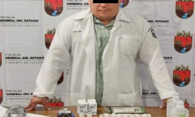 Falso médico aplicaba vacunas falsas contra la Covid. Foto: Twitter