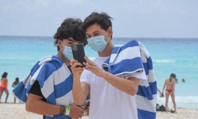 Jóvenes se infectaron de Covid en Cancún. Foto: Cuartoscuro