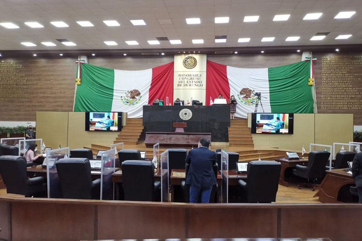 Pese a presiones, diputados aplazan matrimonio igualitario en Durango