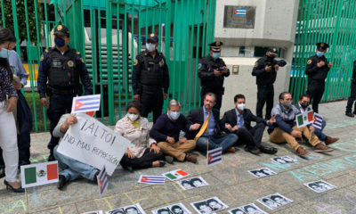 Se manifiestan a favor del pueblo cubano en embajada