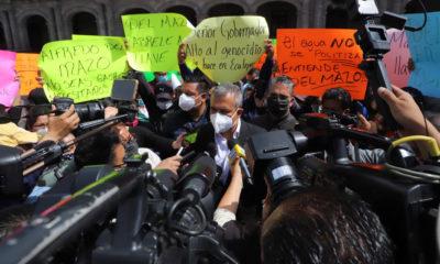 """Alcalde y vecinos de Ecatepec protestan por """"recorte"""" de agua"""