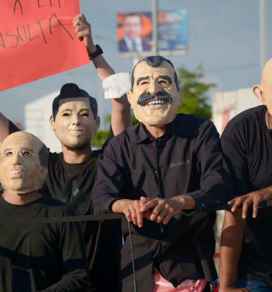Con máscaras, mantas y consignas convocan a participar en consulta