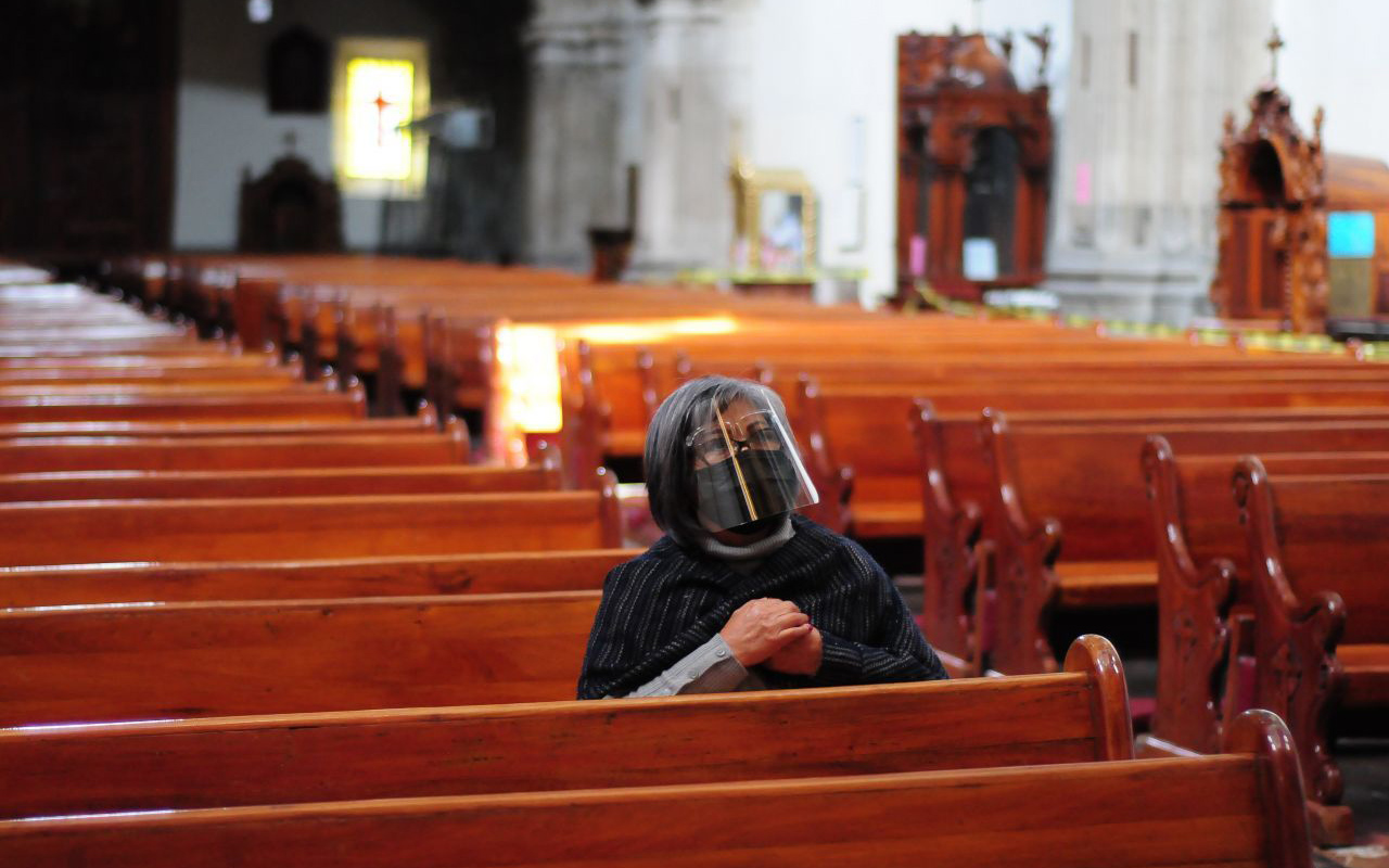 Balaceras interrumpen misas; fieles se tiran al suelo y rezan