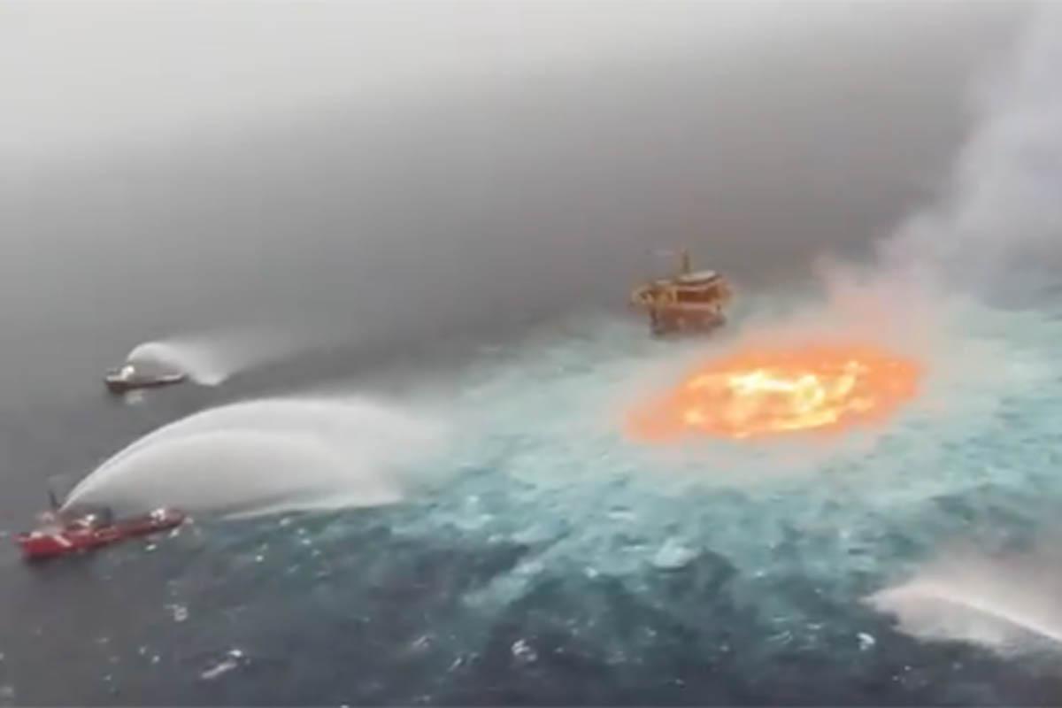 Fuga y explosión en acueducto de Pemex. Foto: Especial