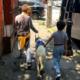 Niño con autismo y perro de servicio