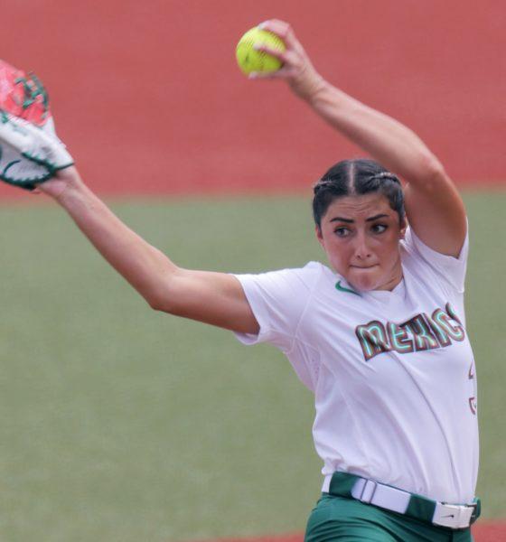 Renuncia jugadora de Sóftbol tras escándalo por uniformes. Foto: Twitter