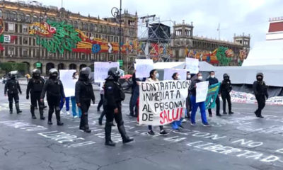 En Palacio Nacional condecoran a personal médico; en las calles otros se manifiestan