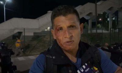 Aficionados de Tigres golpearon a reportero de TV Azteca. Foto: Twitter