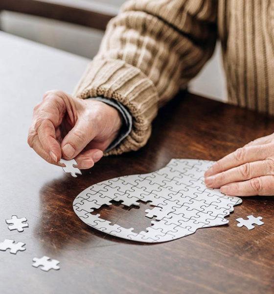 ¿A menor escolaridad, mayor riesgo de padecer Alzheimer?, especialistas lo explican