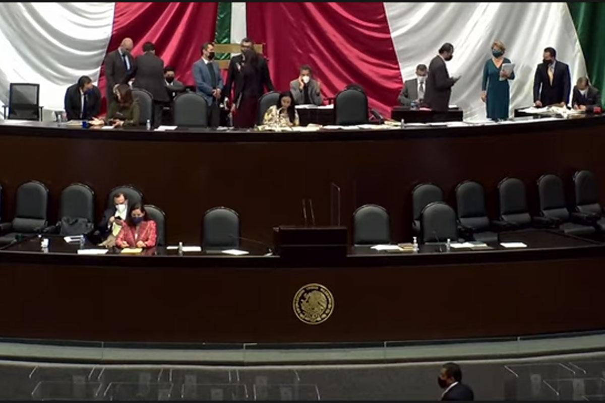 Inicia Glosa del Informe de AMLO en San Lázaro entre gritos, golpes y empujones