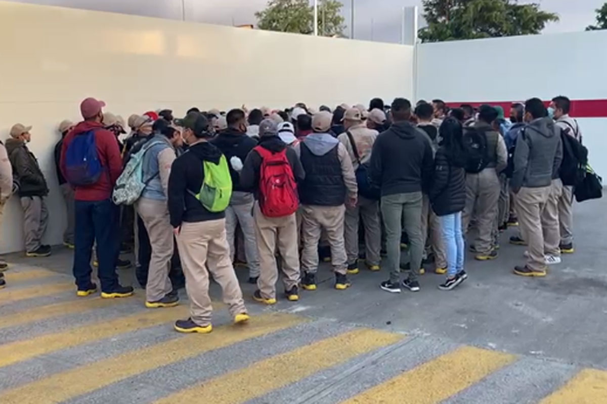 Protestan trabajadores de Gas Bienestar en CDMX; no les cumplen contrato