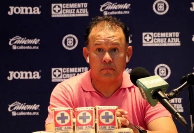 Técnico de Cruz Azul sin poder dormir tranquilo. Foto: Twitter