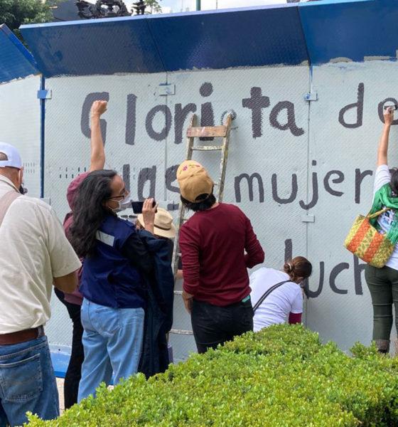 Feministas vandalizan en Glorieta sobre Paseo de la Reforma