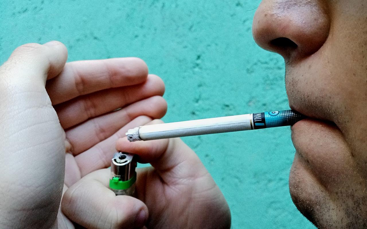 Regulación de alternativas al cigarro acabaría con mercado negro y acceso a menores de edad