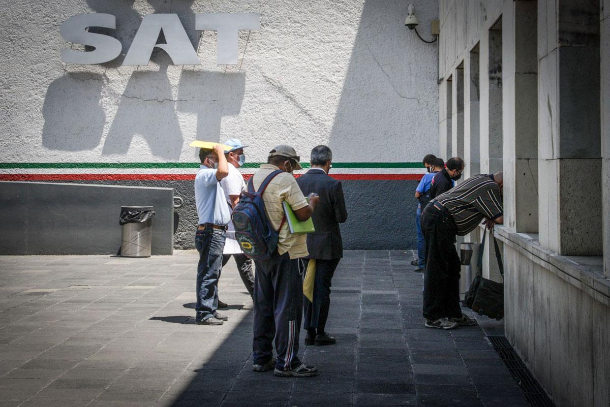 Podría SAT vigilar depósitos mayores a 15 mil pesos en cuentas bancarias