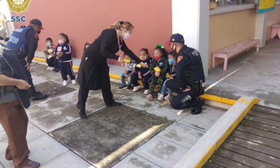 Desalojan kínder por fuga de gas; policías cantaron con los niños