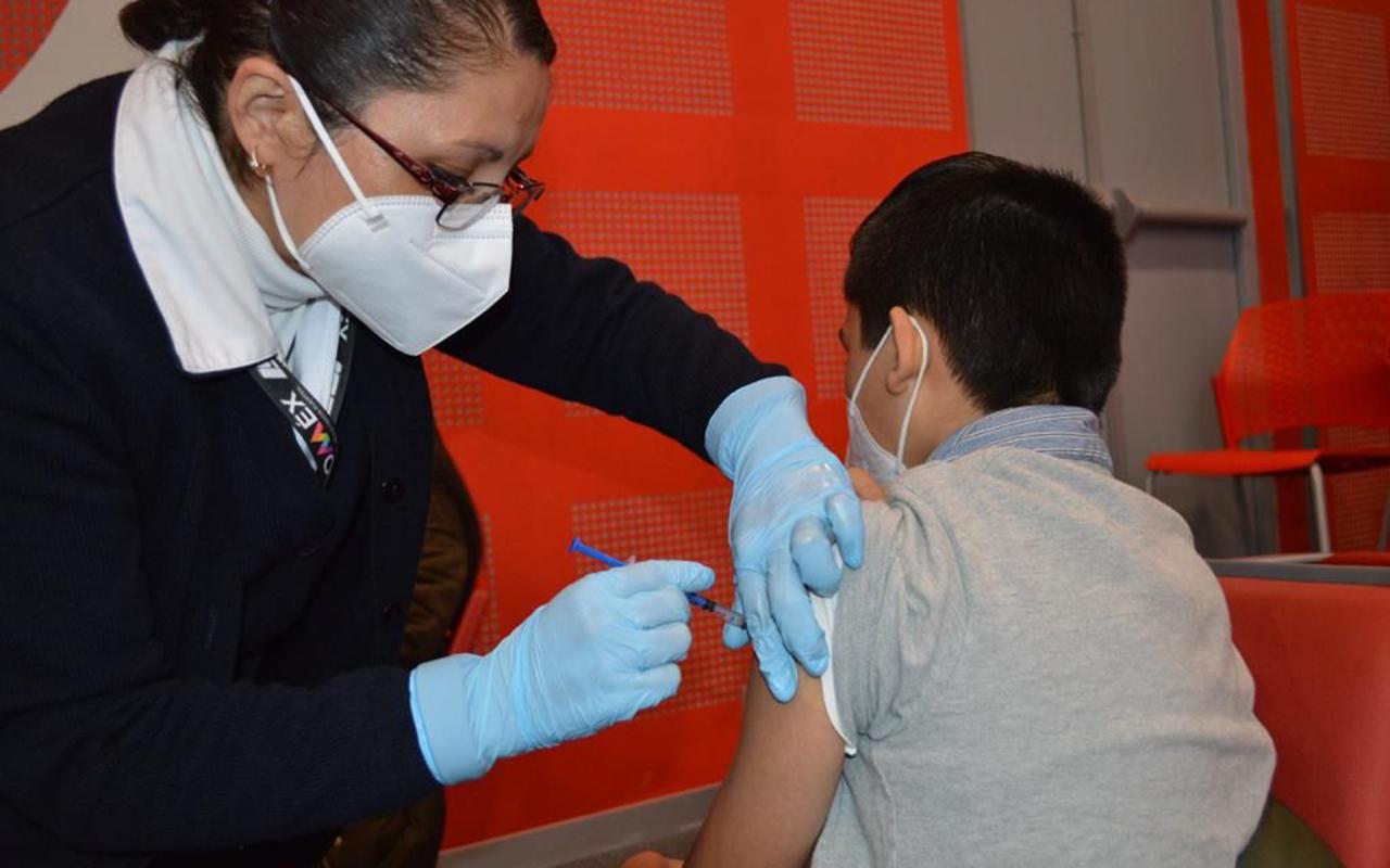 Vacunan contra el Covid a 261 menores de edad en Edomex