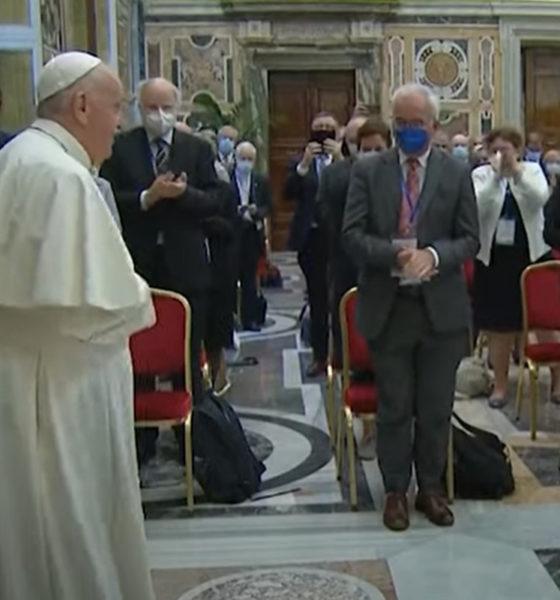 Papa Francisco lamenta imposición de leyes abortistas