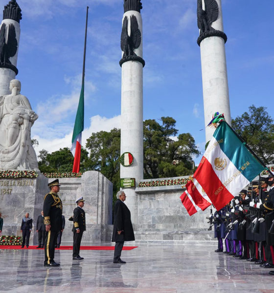 Con el homenaje a los Niños Héroes inician festividades patrias