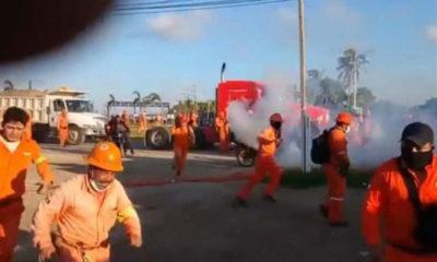 Dispersan protesta en refinería de Dos Bocas; hay lesionados