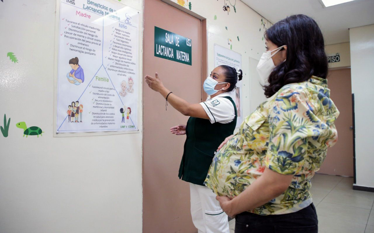 Embarazada podría recibir tercera dosis de Pfizer en México