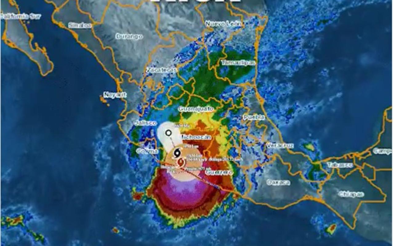 Huracán Rick tocó tierra en Guerrero; se degradará a tormenta tropical