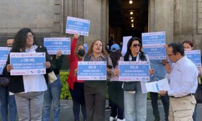 """FNxF entrega más de cien mil firmas para someter a """"juicio político"""" a ministros de la SCJN"""