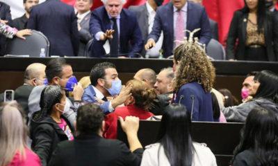 Diputados pasan de la discusión al pleito por Miscelánea Fiscal 2022